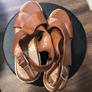American Eagle tan wedges espadrilles